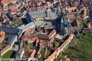 Hohe Dom zu Bamberg aus der Luft im Frühling